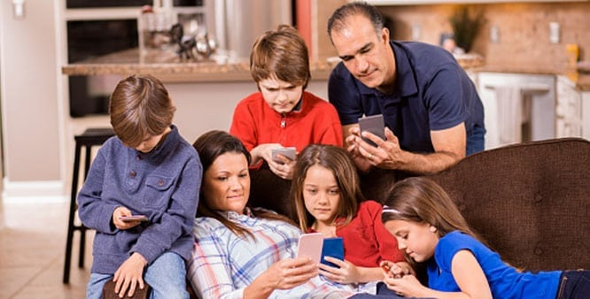 Disconnected Family - Disadvantage of Mobile Phones