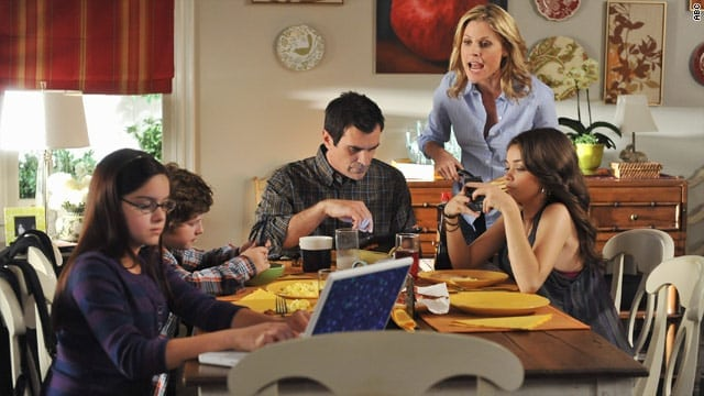 disadvantages-of-mobile-phones-family-devices